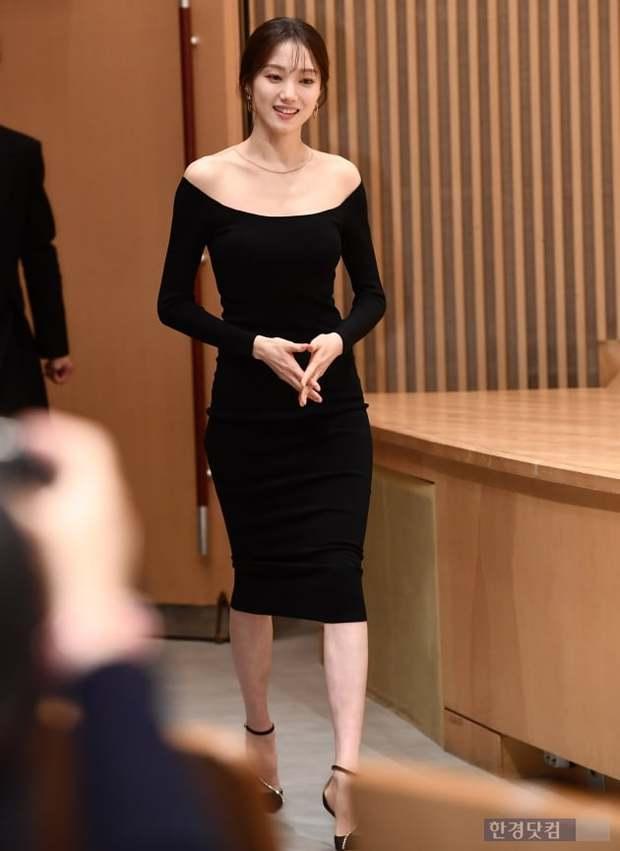 Nhan sắc ngoài đời của mỹ nhân Hàn thủ vai xấu xí: Suzy mặt mộc đẹp choáng váng, Lee Sung Kyung - Han Hyo Joo 1 trời 1 vực - Ảnh 8.