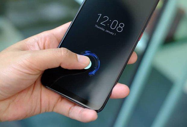 Penthouse 2 tiếp tục bị cộng đồng mạng bóc phốt nhiều tình tiết phi lý: Mở khoá smartphone bằng ngón tay silicon? - Ảnh 3.