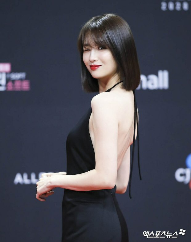 Nhan sắc ngoài đời của mỹ nhân Hàn thủ vai xấu xí: Suzy mặt mộc đẹp choáng váng, Lee Sung Kyung - Han Hyo Joo 1 trời 1 vực - Ảnh 23.