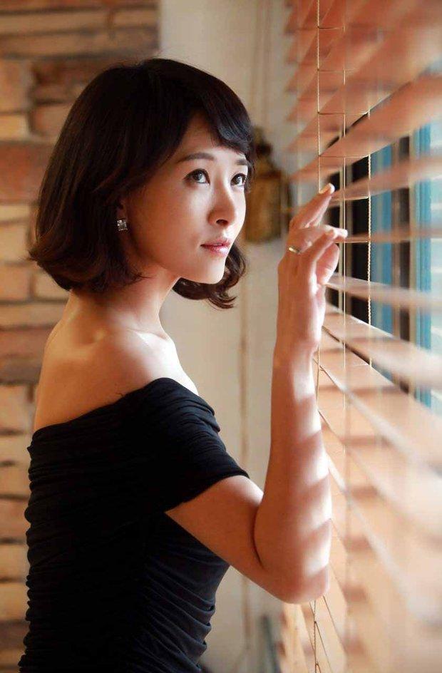 Nhan sắc ngoài đời của mỹ nhân Hàn thủ vai xấu xí: Suzy mặt mộc đẹp choáng váng, Lee Sung Kyung - Han Hyo Joo 1 trời 1 vực - Ảnh 10.