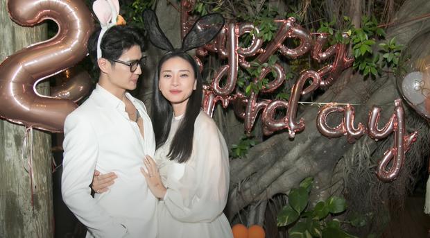 5 mỹ nam tìm thấy tình yêu sau Người Ấy Là Ai: Lâm Bảo Châu & Huy Trần hẹn hò với 2 chị đại showbiz - Ảnh 2.