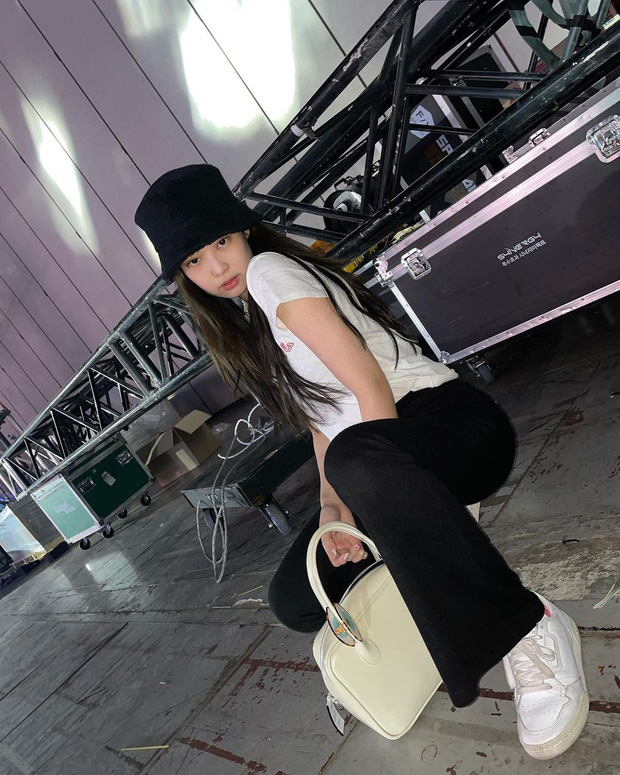 Thiều Bảo Trâm khoe túi mới xinh, netizen bỗng réo tên Jennie chỉ vì 1 chi tiết đáng ngờ - Ảnh 4.