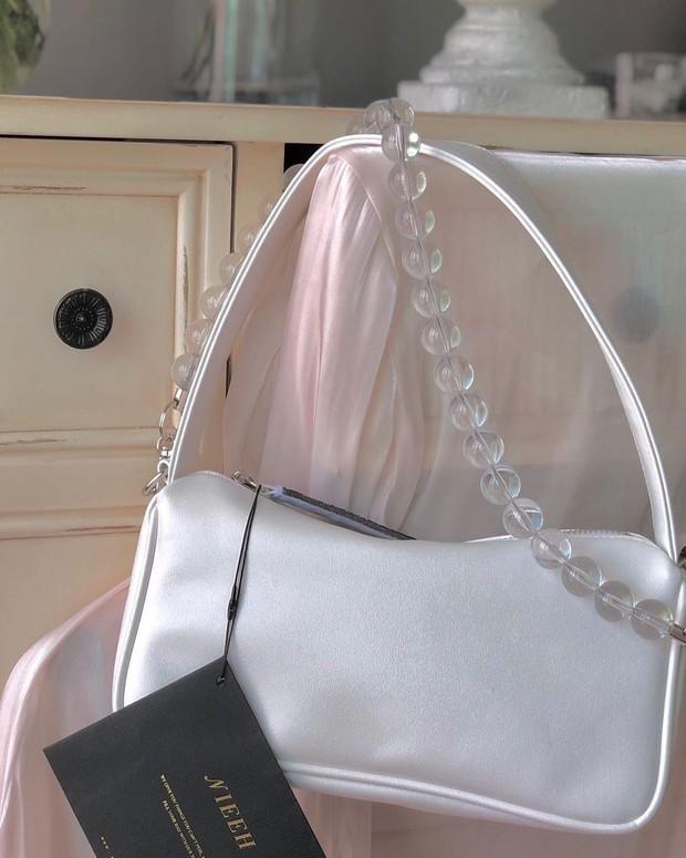Thiều Bảo Trâm khoe túi mới xinh, netizen bỗng réo tên Jennie chỉ vì 1 chi tiết đáng ngờ - Ảnh 8.