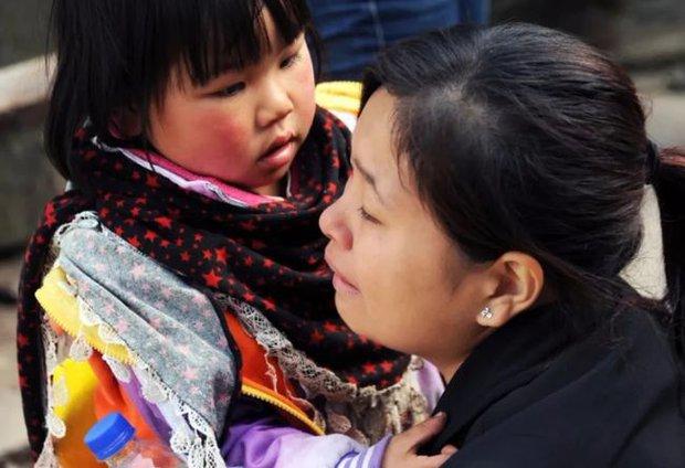 Người phụ nữ 44 tuổi và con gái 12 tuổi cùng phát hiện mắc ung thư ruột vì thường xuyên ăn 4 loại thực phẩm mà nhiều người thích - Ảnh 1.