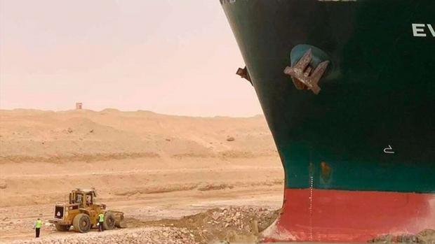 Dù đã giải cứu thành công nhưng vụ siêu tàu hàng mắc kẹt tại kênh đào Suez đã gây ra thiệt hại kinh khủng đến mức nào? - Ảnh 3.