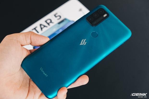 Mổ bụng Vsmart Star 5: Có gì bên trong smartphone giá 2.69 triệu của VinSmart? - Ảnh 1.