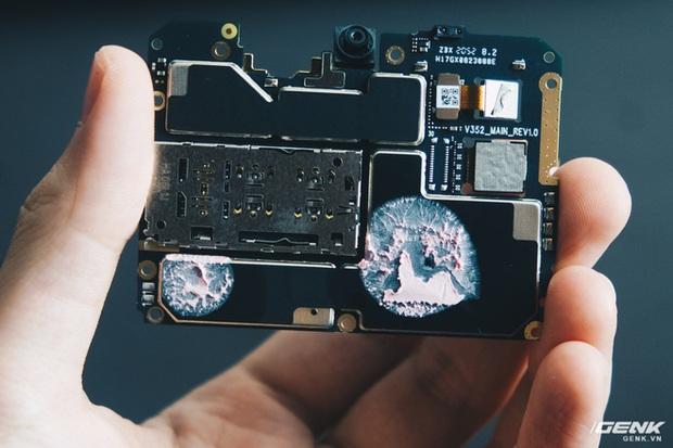 Mổ bụng Vsmart Star 5: Có gì bên trong smartphone giá 2.69 triệu của VinSmart? - Ảnh 13.