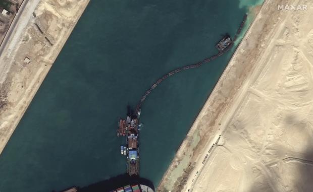 Ảnh vệ tinh cho thấy hàng trăm con tàu trôi nổi chờ đợi trên kênh đào Suez - Ảnh 5.