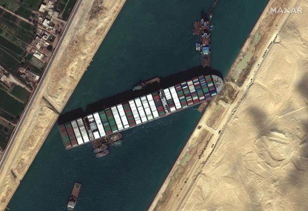 Dù đã giải cứu thành công nhưng vụ siêu tàu hàng mắc kẹt tại kênh đào Suez đã gây ra thiệt hại kinh khủng đến mức nào? - Ảnh 1.