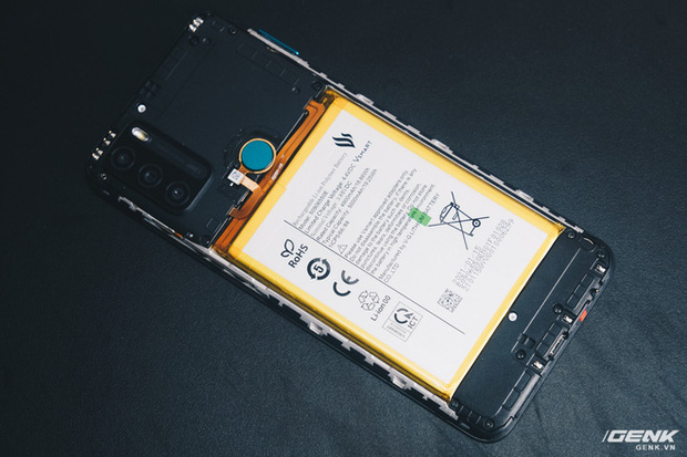 Mổ bụng Vsmart Star 5: Có gì bên trong smartphone giá 2.69 triệu của VinSmart? - Ảnh 6.