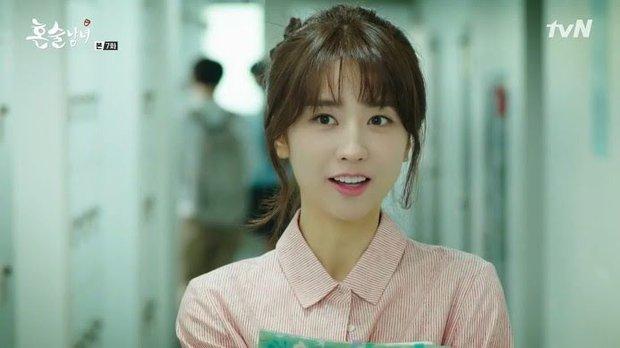 Nhan sắc ngoài đời của mỹ nhân Hàn thủ vai xấu xí: Suzy mặt mộc đẹp choáng váng, Lee Sung Kyung - Han Hyo Joo 1 trời 1 vực - Ảnh 21.