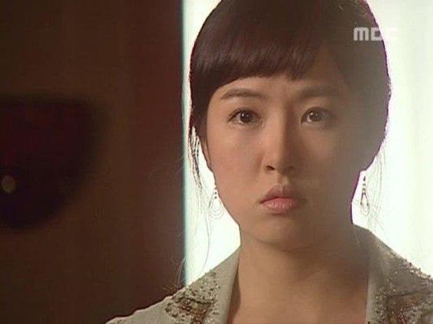 Nhan sắc ngoài đời của mỹ nhân Hàn thủ vai xấu xí: Suzy mặt mộc đẹp choáng váng, Lee Sung Kyung - Han Hyo Joo 1 trời 1 vực - Ảnh 9.