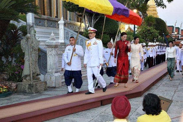 2 Hoàng hậu Thái Lan liên tiếp cùng nhau xuất hiện, chỉ qua một bức ảnh là thấy rõ địa vị hiện tại trong hậu cung đang nghiêng về bên nào - Ảnh 6.