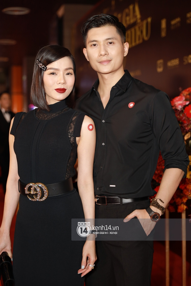 2 couple chị em hot nhất Vbiz phát cẩu lương trá hình trên thảm đỏ: Cái ôm eo của Lâm Bảo Châu dành cho Lệ Quyên chiếm spotlight - Ảnh 4.