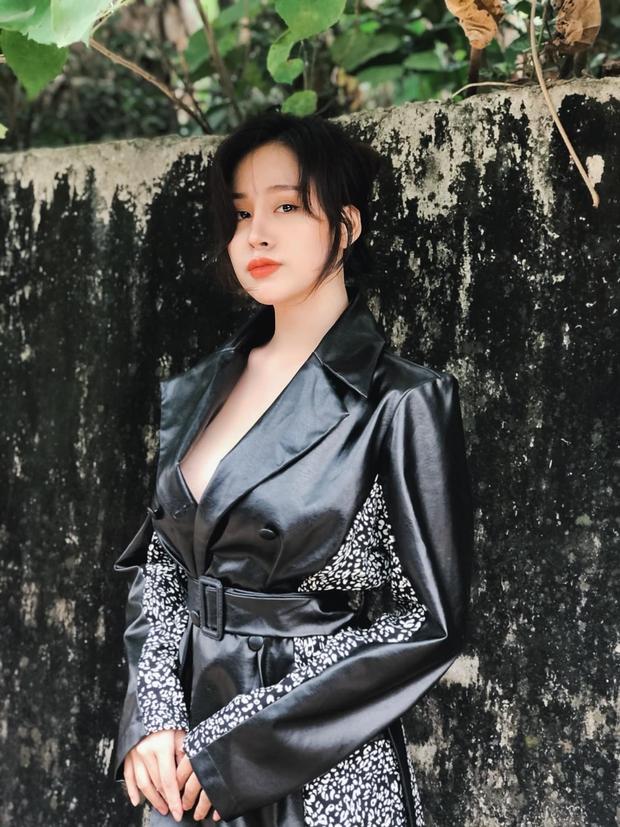 Bà Tưng bị ném đá vì đăng video đi ra đồng nhưng lại để lộ vòng 1 hớ hênh - Ảnh 4.