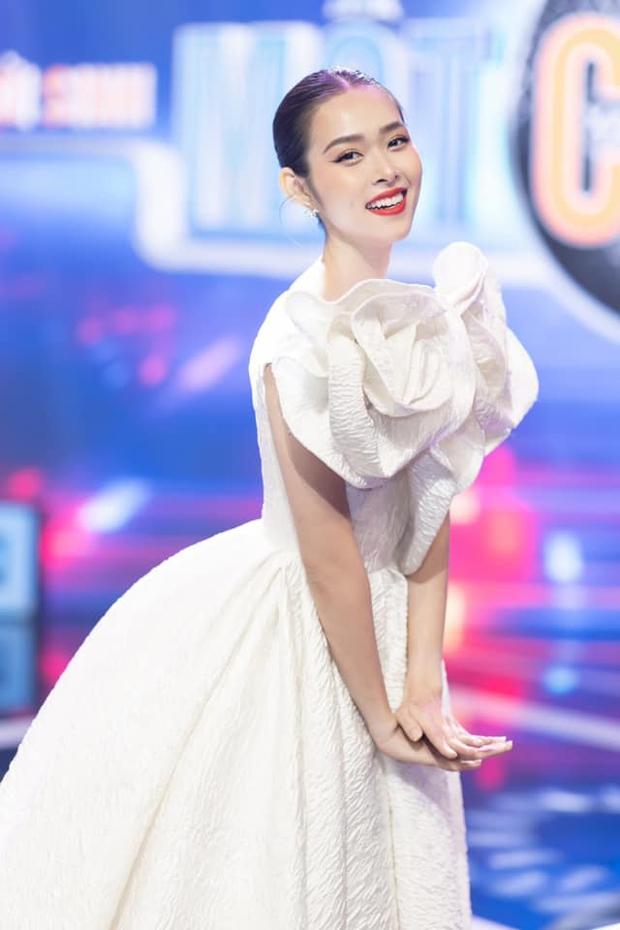 Diệp Bảo Ngọc: Nàng hot girl đời đầu đa năng, lấn sân ca hát được tranh giành ở Trời Sinh Một Cặp - Ảnh 2.