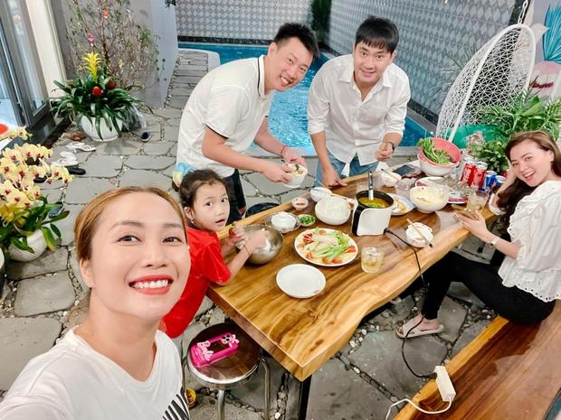 Minh Luân đưa bạn gái mới đến biệt thự tiền tỷ của Ốc Thanh Vân, ai dè tình tứ đến mức át luôn spotlight của gia chủ - Ảnh 2.