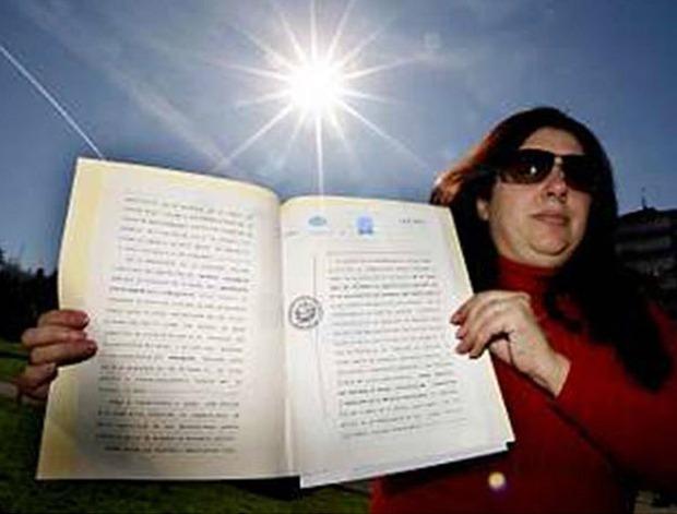 Người phụ nữ tuyên bố sở hữu mặt trời, bắt cả thế giới nộp thuế sử dụng ánh nắng - Ảnh 2.