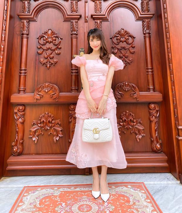 Hòa Minzy thanh lý cả loạt váy style vintage cực xinh, có món giá chỉ còn 1/2 - Ảnh 1.