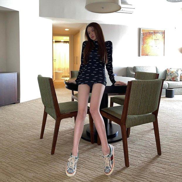 Instagram look của sao Việt tuần qua: Chi Pu hở bạo nhất, Linh Ka diện váy ngắn khoe chân cực phẩm - Ảnh 5.