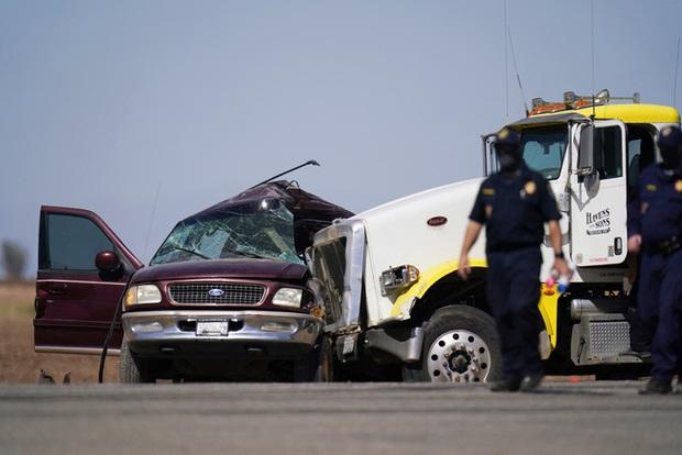 Tai nạn giao thông thảm khốc tại California (Mỹ), ít nhất 13 người thiệt mạng - Ảnh 1.