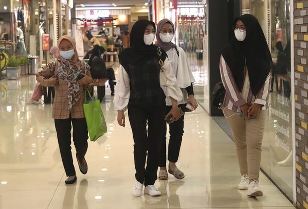 Hơn 115 triệu người mắc COVID-19 trên thế giới, nhiều nước Đông Nam Á ghi nhận ca nhiễm biến thể mới - Ảnh 2.