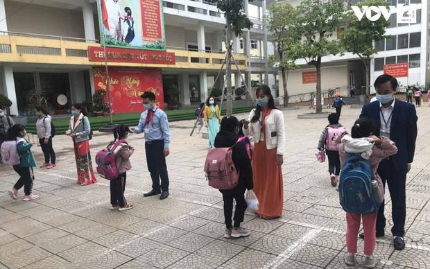 Trường Tiểu học Xuân Phương: Một học sinh duy nhất vẫn học online - Ảnh 1.