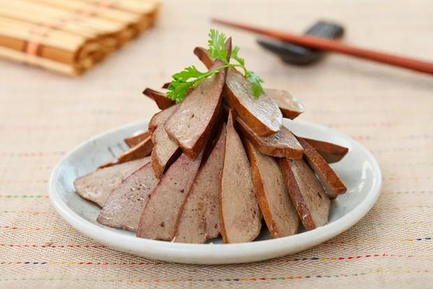 4 loại thực phẩm có thể ngấm ngầm làm tắc nghẽn mạch máu, nên dọn chúng khỏi bàn ăn càng sớm càng tốt - Ảnh 1.