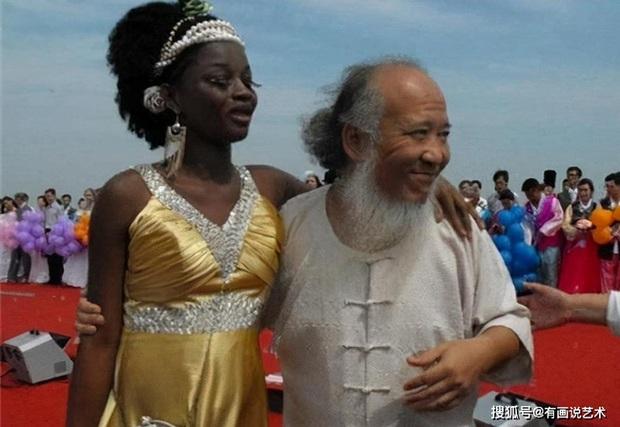Họa sĩ già si mê nàng thơ châu Phi kém 21 tuổi, thẳng tay chi 143 tỷ đồng làm đám cưới dằn mặt những kẻ chỉ trích - Ảnh 3.