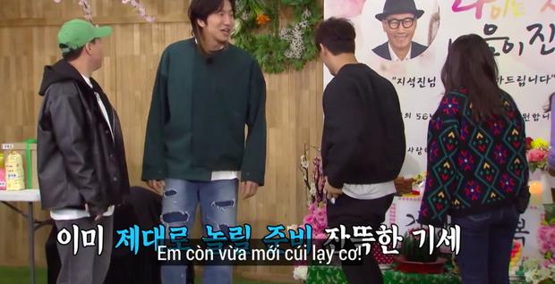 """Lại thêm khoảnh khắc xúc động tại Running Man: """"Bố già"""" Ji Suk Jin được các thành viên mừng thọ long trọng - Ảnh 3."""