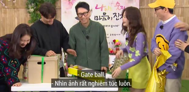 """Lại thêm khoảnh khắc xúc động tại Running Man: """"Bố già"""" Ji Suk Jin được các thành viên mừng thọ long trọng - Ảnh 7."""