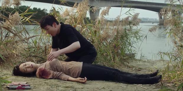 Bị bắn không chết, Park Shin Hye còn được qua đêm cùng trai đẹp ở Sisyphus tập 5 - Ảnh 1.