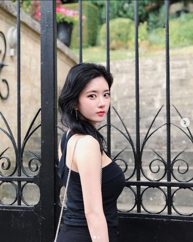 Nữ streamer U40 có vòng 1 đẹp nhất Hàn Quốc khiến đàn em ghen tị vì quá nóng bỏng, fan lên stream chỉ chờ xem bờ ngực thôi là đủ hot! - Ảnh 3.