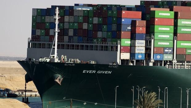 Dù đã giải cứu thành công nhưng vụ siêu tàu hàng mắc kẹt tại kênh đào Suez đã gây ra thiệt hại kinh khủng đến mức nào? - Ảnh 4.