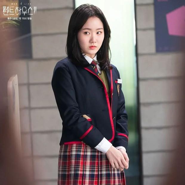 Body dàn rich kid Penthouse sau bộ đồng phục: Sao nhí Gia Đình Là Số 1 ngồn ngộn, Seok Hoon khiến chị em rớt liêm sỉ - Ảnh 12.
