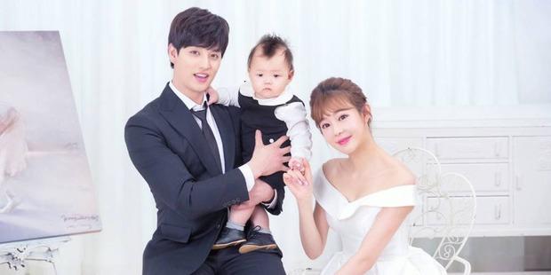 Hết vô tránh nhiệm với con, nam thần Kpop đình đám gen 2 bị vợ hơn 11 tuổi tố lừa tiền thuê nhà để sang Mỹ, trì hoãn ly hôn - Ảnh 3.