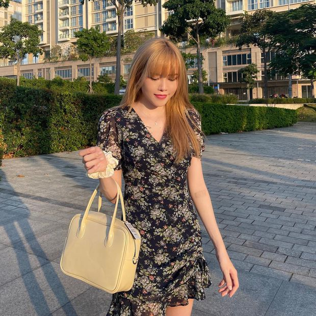 Thiều Bảo Trâm diện váy hoa xinh mê ly, bóc mác mới biết là hàng mua online chỉ 265k - Ảnh 1.