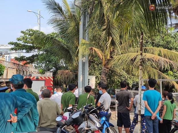 Cháy nhà ở Sài Gòn khiến 6 người trong gia đình tử vong, người thân khóc ngất tại hiện trường - Ảnh 3.