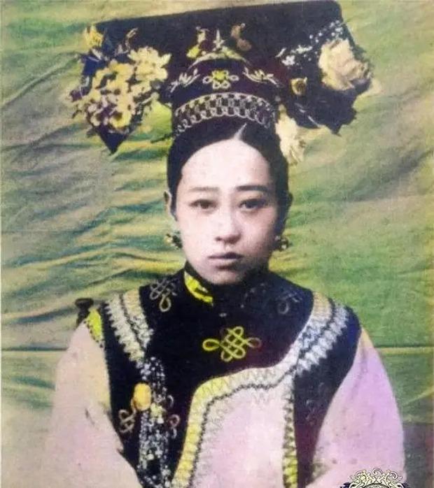Chân dung đệ nhất mỹ nhân cuối triều đại nhà Thanh bị Từ Hi Thái hậu cầm tù trong cung cấm, không cho phép sống cùng chồng - Ảnh 2.