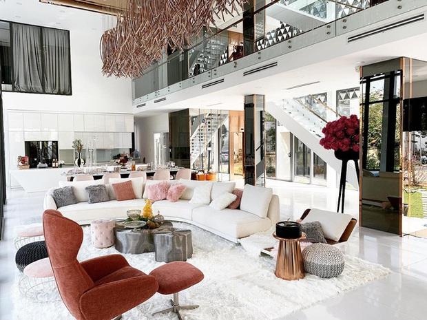 Cận cảnh biệt thự nơi Ngọc Trinh bị mất trộm: Giá 50 tỷ, rộng 800m2, độ giàu có bậc nhất nhì showbiz - Ảnh 2.