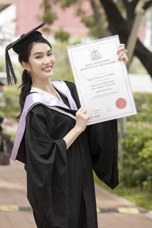 Á hậu Phương Anh vỡ oà khoe bằng thủ khoa tốt nghiệp tại Đại học RMIT, Đỗ Thị Hà và cả dàn sao Vbiz trầm trồ - Ảnh 2.