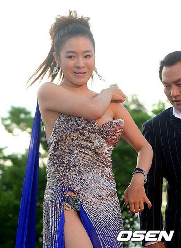Màn hở bạo nhức mắt nhất Kbiz: Vòng 1 ác nữ Penthouse Kim So Yeon như nhảy ra ngoài, sao nữ vô danh cố tình vồ ếch khoe thân - Ảnh 18.