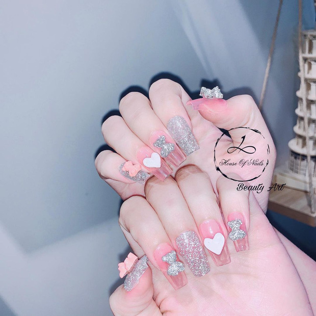 10 mẫu nail gắn charm xinh nhất tại các tiệm lúc này: Nàng nào thích style sang chảnh chấm ngay - Ảnh 9.