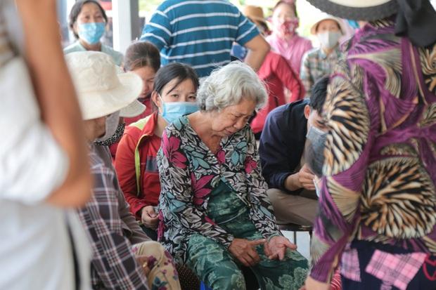Xót xa di ảnh 6 người trong 1 gia đình được đặt cạnh nhau sau đám cháy kinh hoàng ở Sài Gòn - Ảnh 5.