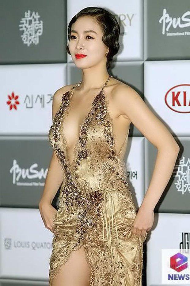 Màn hở bạo nhức mắt nhất Kbiz: Vòng 1 ác nữ Penthouse Kim So Yeon như nhảy ra ngoài, sao nữ vô danh cố tình vồ ếch khoe thân - Ảnh 26.