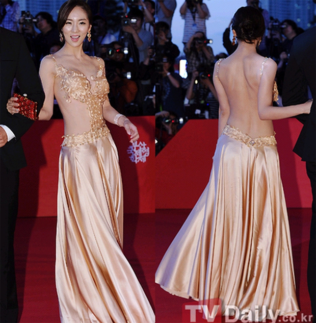 Màn hở bạo nhức mắt nhất Kbiz: Vòng 1 ác nữ Penthouse Kim So Yeon như nhảy ra ngoài, sao nữ vô danh cố tình vồ ếch khoe thân - Ảnh 10.