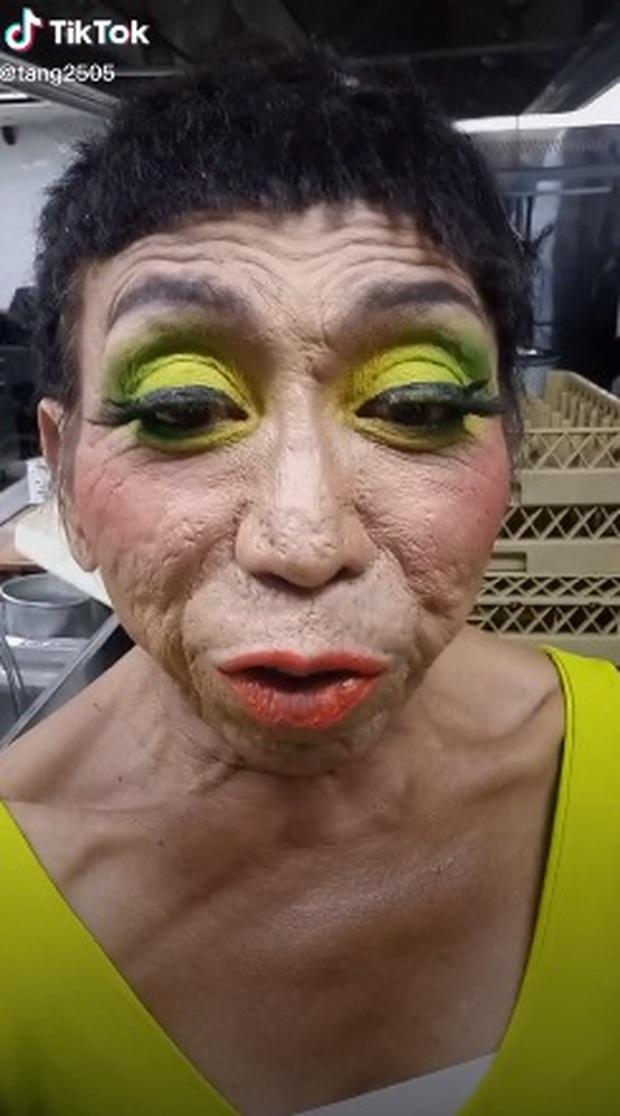 Thảm họa chuyển giới Thái Lan lại thay đổi hình ảnh với mái tóc ngắn nhìn thôi đã thấy... sợ - Ảnh 2.