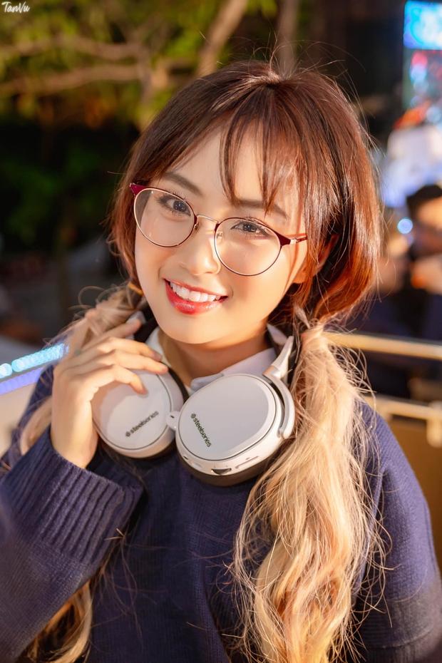 MC Minh Nghi khoe vòng eo con kiến cực nuột khiến nhiều hotgirl trong làng eSports cũng phải mlem mlem - Ảnh 6.