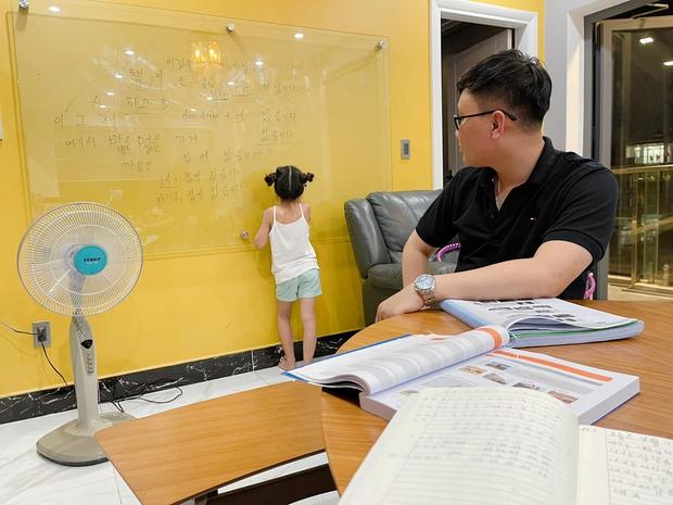 2 con chưa học hết tiểu học, Ốc Thanh Vân đã thuê gia sư về dạy thêm tiếng Hàn nhưng lý do đằng sau khiến ai cũng ngã ngửa - Ảnh 4.