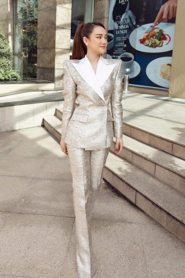 Nhã Phương đích thị là Seo Ye Ji Việt Nam: Cân được mọi kiểu outfit nhưng soi xuống vòng eo mà hốt hoảng - Ảnh 1.